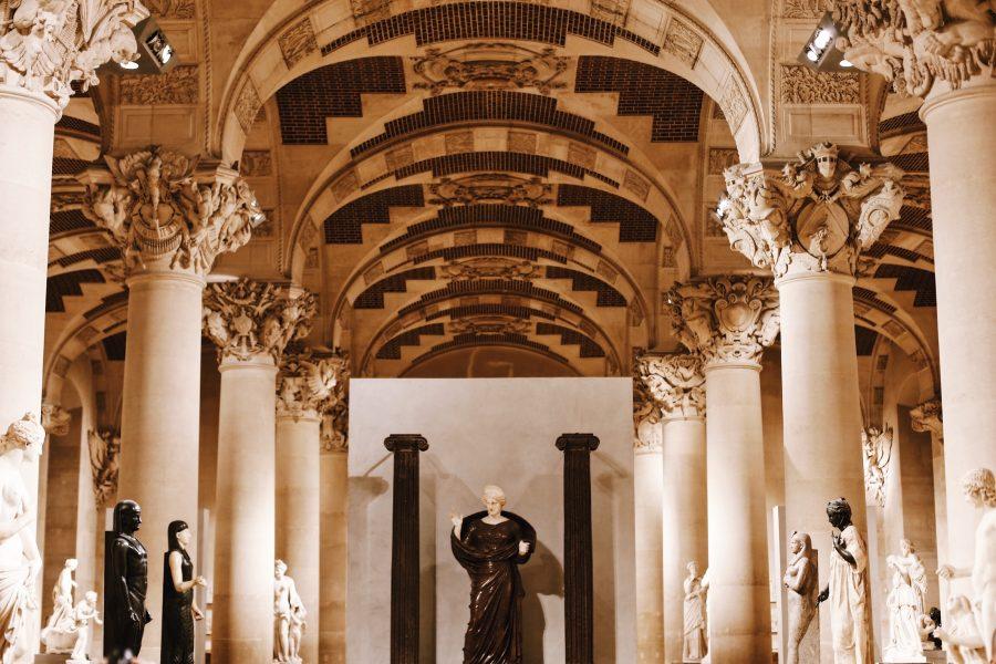 Lisa-Guided-Louvre-Tour-Museum-Paris