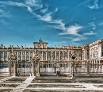 Palacio Real de Madrid Skip-the-Line Guided Tour – Semi-Private