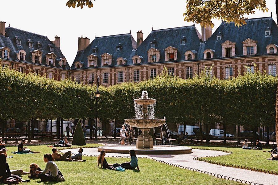 Paris-Guided-tour-Walking-Marias