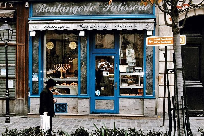 Paris-Tour-Guided-Walking-Marias