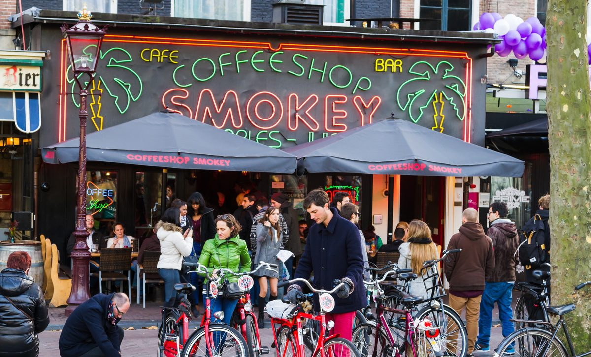 amsterdam-coffee-shop-walking-tour